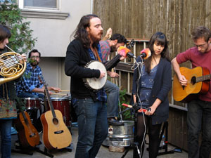 The Loom, Oh Land Play Backyard Brunch Sessions In Brooklyn