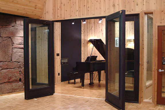 One of Red Rock's three iso booths, with Yamaha C7F 6 Grand Piano