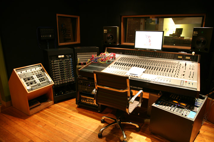 Local Recording Scenes Machines With Magnets Attracts Nyc