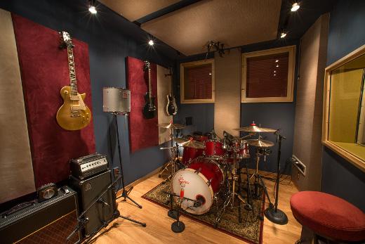 Recording studio sweet spot 825 records brooklyn video tour sonicscoop for Recording studio live room design