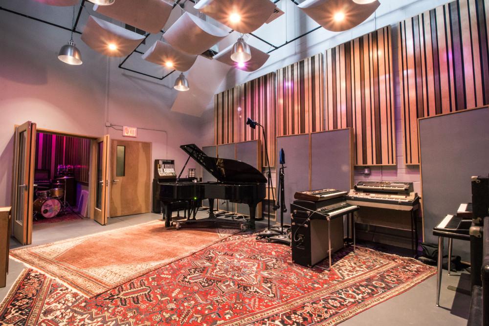 Recording studio interior recording studio lighting luxury recording studio interior echo for Recording studio live room design