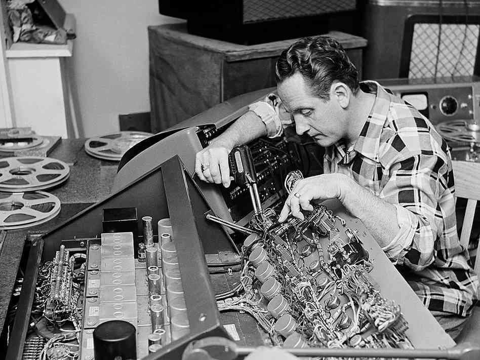 The Pioneers of Audio Engineering: Les Paul